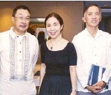 ??  ?? PNB Savings Bank president Jovencio Hernandez, FINEX director Edith Dychiao and BDO Capital president Ed Francisco