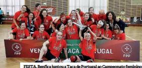 ??  ?? FESTA. Benfica juntou a Taça de Portugal ao Campeonato feminino