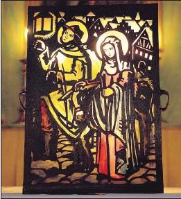 ?? Foto: kathbild.at/Franz Josef Rupprecht ?? Herbergssuche: Maria und Josef sind auf der Suche nach einem Quartier in Bethlehem . . .