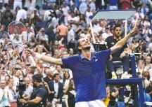 ?? ELISE AMENDOLA/ASSOCIATED PRESS ?? Daniil Medvedev beat Novak Djokovic in straight sets to win the U.S. Open, ending Djokovic's bid for a historic Grand Slam.