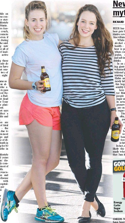 ?? Picture: Annette Dew ?? CHEERS TO THAT: Emma Sheahan, 22, and Genevieve Ash, 21, have beers at Brisbane's Pig and Whistle.