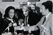 ??  ?? SUN CITY Van Zandt with Coretta Scott King and Andrew Young when he was recording the antiapartheid anthem.