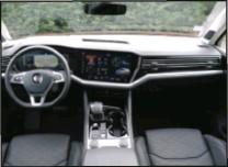 ??  ?? Deux écrans, un de 12,3'' devant le conducteur, l'autre de 15'' au centre, constitue un tableau de bord futuriste.