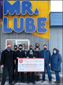 ?? SUBMITTED PHOTO ?? Staff at Mr. Lube present a cheque for $2,940.54 to the Medicine Hat News Santa Claus Fund.