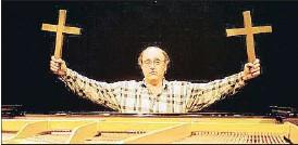 ?? DAVID AIROB ?? Santos durante la promoción de la ópera Ricardo i Elena en el 2000
