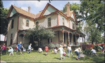 ?? 2017 File Photo ?? The Victorian Eggstravaganza and Spring Festival at Heritage Farmstead Museum in Plano features egghunting, home tours, wagon rides and more.