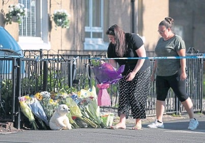 ??  ?? LOSS: Flowers and cuddly toys have been left at the scene of the fire at a flat in Paisley, Renfrewshire