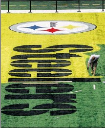 ?? Michael Ainsworth, Dallas Morning News ?? NFL grounds-crew member Mike Reno paints the Pittsburgh Steelers logo at Cowboys Stadium in Arlington, Texas, in preparation for their game against the Green Bay Packers in Super Bowl XLV on Feb. 6.