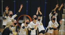 ?? MEDIANEWS GROUP FILE PHOTO ?? Clarkston is one of 32 volleyball teams around the state that returned to practice on Monday, only to have their season put on pause again.