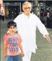 ??  ?? Gulzar with his grandson, Samay Sandhu