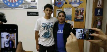 ?? DAMIEN DOVARGANES/THE ASSOCIATED PRESS ?? U.S. citizen Benjamin Zepeda, 14, with his mother Lorena Zepeda, who has temporary protected status in the U.S.