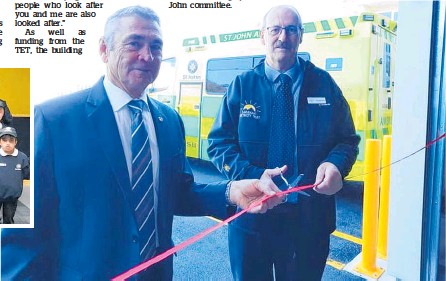 ?? Photos / Ilona Hanne ?? Peter McDonald (left) holds the ribbon as TET chairman Alan Jamieson cuts it to formally declare the building open.