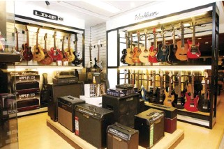 ??  ?? Line 6 and Washburn guitars and amplifiers