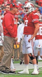 ?? RICK WOOD / MILWAUKEE JOURNAL SENTINEL ?? UW quarterback Jack Coan and head coach Paul Chryst chat during a break in the action against Kent State.
