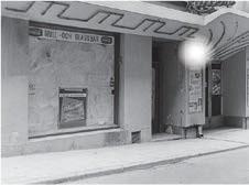 ??  ?? VILKET NAMN? 8 Mitten på 60-talet och på bilden syns en bio som på Vattugatan med ett djuriskt namn som visade sexfilmer, nämligen Svarta... 1. Ankungen X. Fåret 2. Katten
