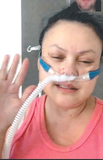 ??  ?? Aged care worker Maria Brad­ford, 48, on a video call with fi­ance Robert Smith.