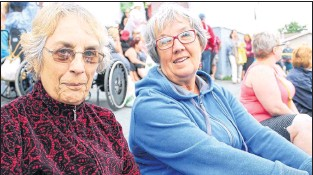 ?? BETH PENNEY/THE TELEGRAM ?? Agnus (left) and Margaret Jones say they will return for the next chase the ace draw.