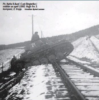 ?? Fotoutlån: Øyvind Leonsen ?? Pz. Kpfw II Ausf. C på Ringerike i midten av april 1940. Vogn fra 3. kompani, 2. tropp.
