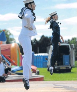 ?? Pictures: Kim Cessford. ?? Highland dancers show off their talent while youngsters compete in one of the races, below.