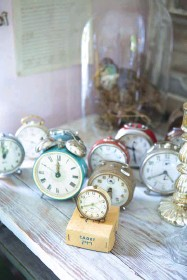 ??  ?? A COLLECTION of old alarm clocks makes a nice vignette.