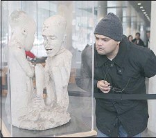?? Marie-France coallier THE GAZETTE ?? Davi Carutta, an archeology and ancient history professor from Brazil, inspects Concordia University's mysterious limestone sculpture while on a visit to Montreal. It has puzzled experts for decades.