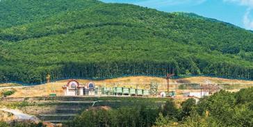 ??  ?? Συνεχίζεται η διελκυστίνδα μεταξύ κυβέρνησης και Eldorado Gold σχετικά με τη χορήγηση αδειών που αφορούν κατά κύριο λόγο το εργοτάξιο της Ελληνικός Χρυσός στις Σκουριές.