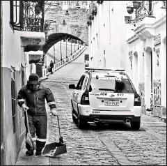 ?? Terán / el comercio ?? • eduardo En años anteriores, el tradicional barrio La Ronda se adornaba por las fiestas. Ayer las calles lucían semivacías.