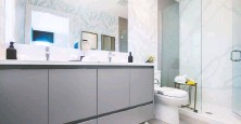??  ?? Bathrooms feature imported porcelain tile and frameless glass showers.