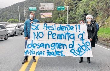?? /Foto: Roberto Ospinol. ?? Los inconformes están dispuestos a realizar más manifestaciones para reiterar su rechazo a las casetas de cobro en la carretera.