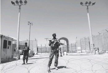 ??  ?? На опорній базі США Баграм залишилися лише афганські військовослужбовці.