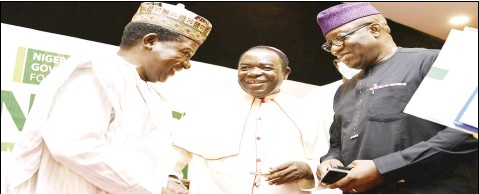 ??  ?? •L-R: Plateau State Governor, Mr Simon Lalong; Bishop of Sokoto Catholic Diocese, Revd Father Matthew Kukah; and Chairman, Nigeria Governors' Forum, Dr Kayode Fayemi, during the Nigeria Governors' Forum Peace and Security Initiative in Abuja... on Friday. Photo: Olatunji Obasa