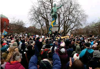 ?? VITE. FOTO: SAL IDRISS ?? Efter att ha arrangerat den här folksamlingen fick arrangören böter, som han ännu ej betalat.