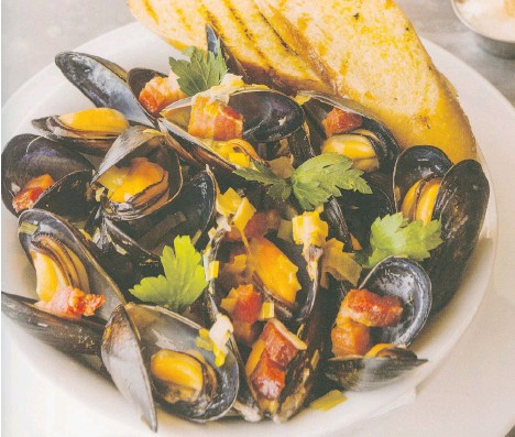 ??  ?? Cook up some mussels with Powell Street Craft Brewery Czech Style Pilsner. Serve the meal with garlicky grilled bread.
