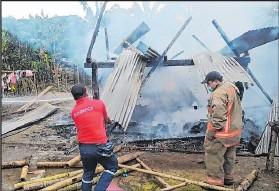 ?? Foto: EC / EXTRA ?? El incendio ocurrió en una parroquia rural de El Carmen.
