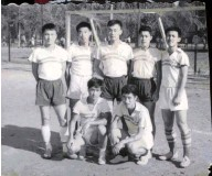 ??  ?? 清华足球队的时作隆受重伤,清华的部分同学开始自发地组织起救助时作隆的行动