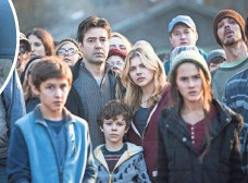 ?? PHOTOS BY CHUCK ZLOTNICK ?? The Sullivans (center, Ron Livingston, Zackary Arthur and Chloë Grace Moretz) face an alien invasion with the rest of mankind in The 5th Wave.