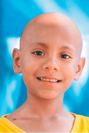 ??  ?? Miles de toneladas de tapas plásticas han apoyado los tratamientos de los niños que padecen cáncer en Colombia.