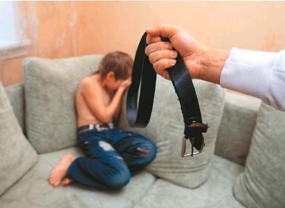 ??  ?? Más del 60 por ciento de los colombianos cree justificable que los padres golpeen a sus hijos para disciplinarlos.