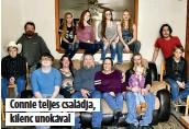??  ?? Connie teljes családja, kilenc unokával