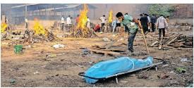 ??   JEWEL SAMAD AFP ?? A CREMATION ground in New Delhi.