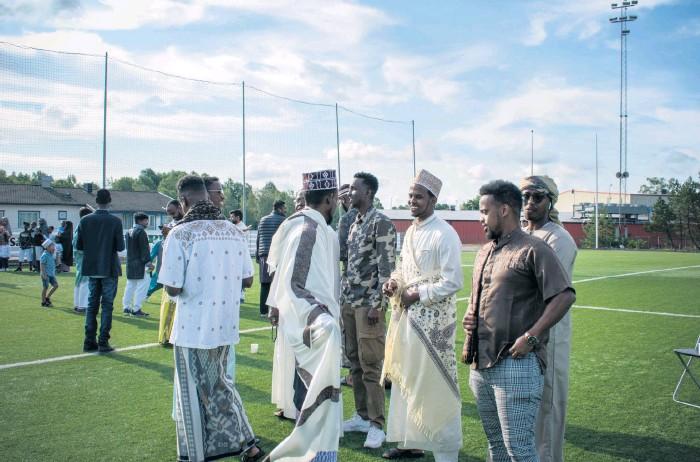 ?? Bilder: Clara Tjärnberg ?? De här männen var klädda i traditionella somaliska kläder.
