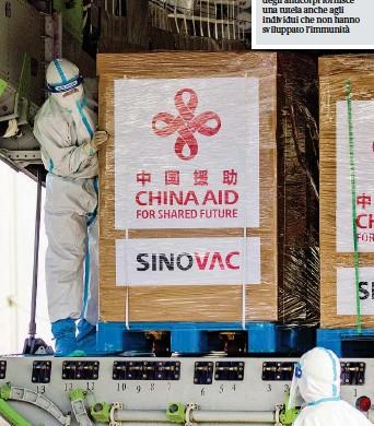 ?? (Getty) ?? Nelle Filippine All'aeroporto internazionale di Manila arriva un carico con 600 mila dosi del vaccino cinese Sinovac