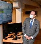 ?? FOTO JVDP ?? Vorige week ging burgemeester Bart De Wever al op bezoek in de haven om het nieuwe 5G-netwerk Minerva in actie te zien.