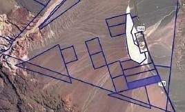 ??  ?? En azul la división parcelaria del sitio y en el rectángulo relleno, el lugar ▲ preciso donde se instalaría la planta fotovoltaica.