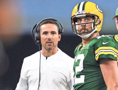 ?? MATTHEW EMMONS / USA TODAY SPORTS ?? Green Bay Packers coach Matt LaFleur has installed an offense that plays to the strengths of quarterback Aaron Rodgers.