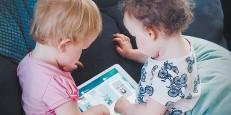 ??  ?? Per i bimbi anche piccoli è ormai normale usare tablet e smartphone