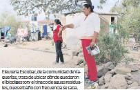 ??  ?? Eleuteria Escobar, de la comunidad de Vaquerías, trata de ubicar dónde quedaron el biodigestor y el tinaco de aguas residuales, pues el baño con frecuencia se tapa.