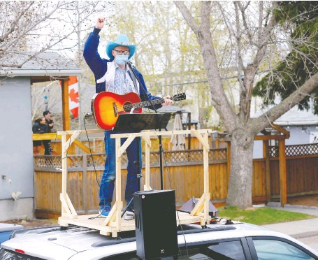 ?? DARREN MAKOWICHUK FILES ?? Matt Masters, founder of Curbside Concerts, performs on top of his van during a birthday party in Calgary in May.