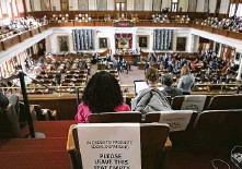 ?? Kin Man Hui / Staff photographer ?? Seats were marked to keep people socially distanced last week during the convening of the 87th Texas Legislature in Austin.
