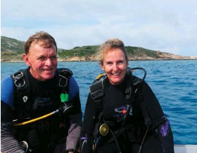 ??  ?? Ma­rine sci­en­tists Lyle Vail and Anne Hoggett have been dev­as­tated by the im­pact of back-to­back bleach­ing events on corals in the wa­ters around Lizard Is­land in the north­ern GBR.